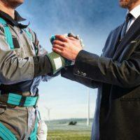 Männer schütteln sich die Hand